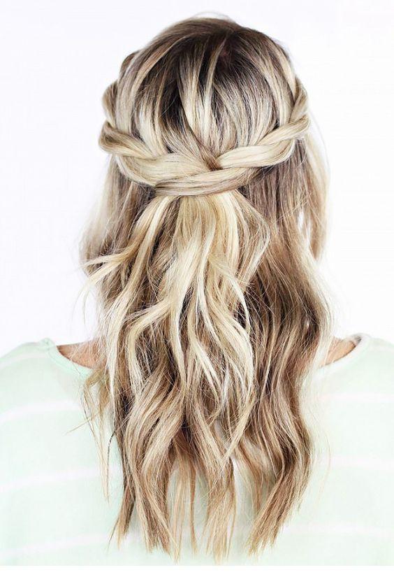 Прическа с косичкой на светлые волосы