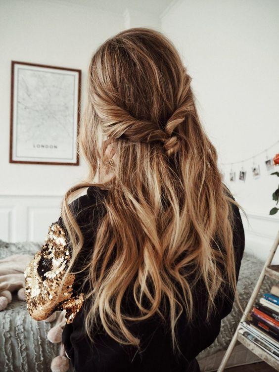 Косичка в волосах