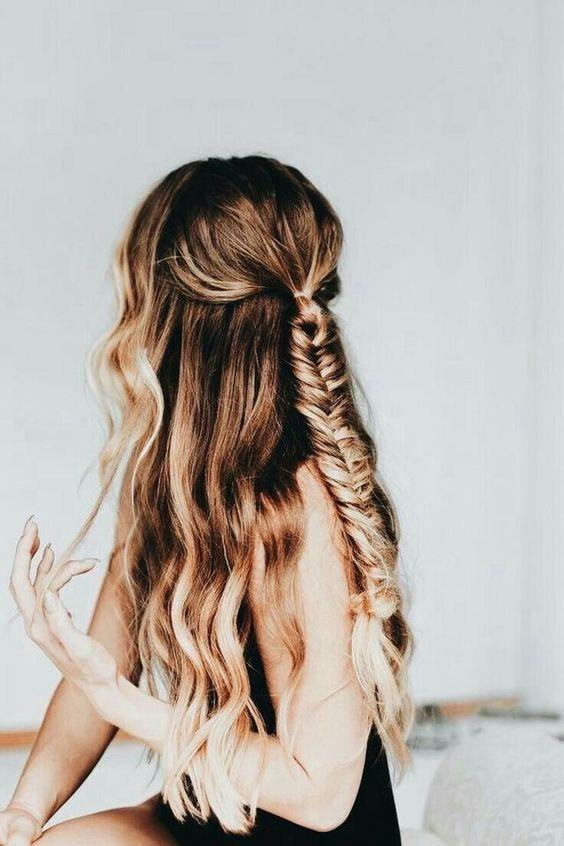 Красивая прическа с косичкой на длинные волосы