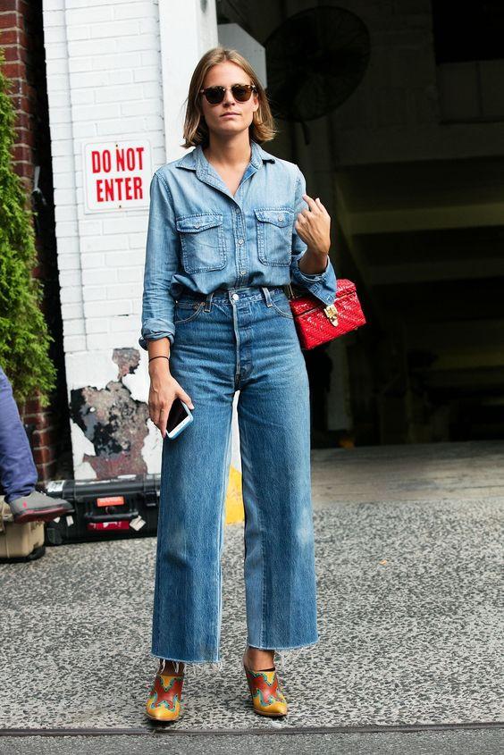 женщина в джинсах клеш