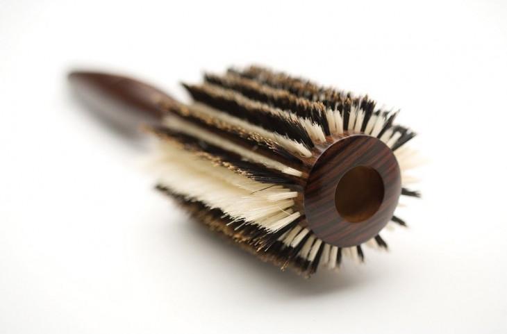 Расческа-браш на деревянном корпусе