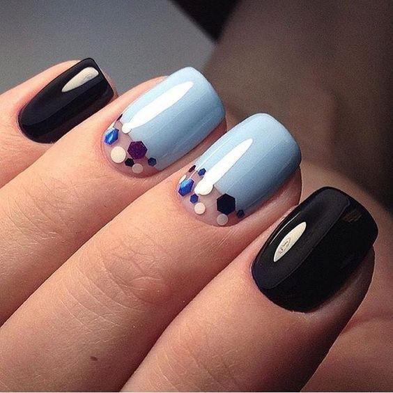 Маникюр черный с голубым