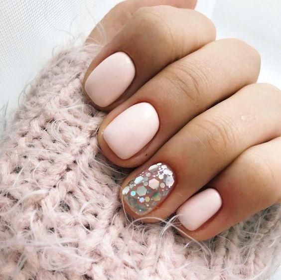 Камифубуки на светлых ногтях