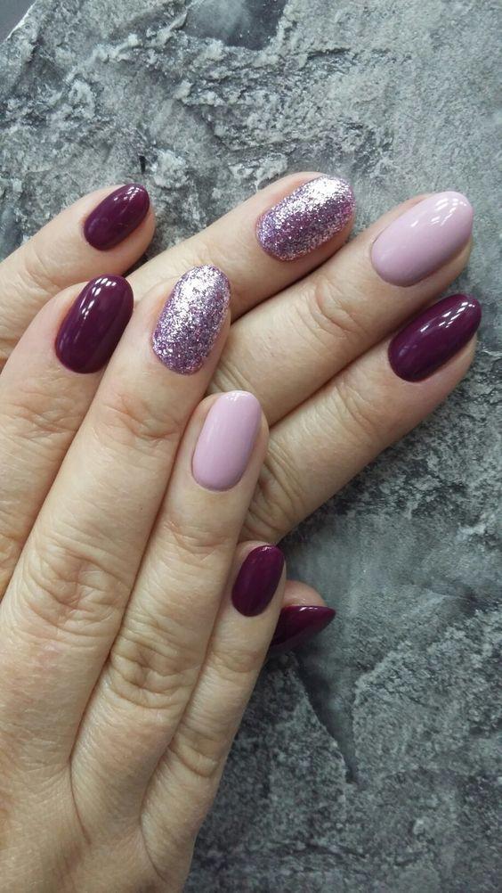 Не модный маникюр с разноцветными ногтями и блестками
