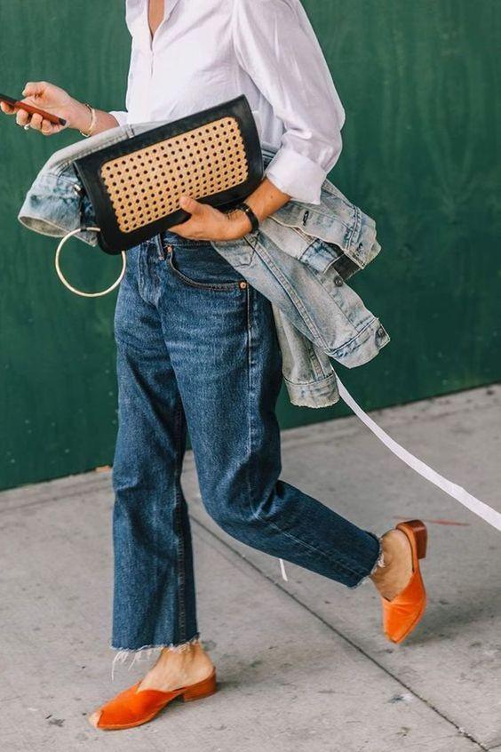 Широкие джинсы на девушке