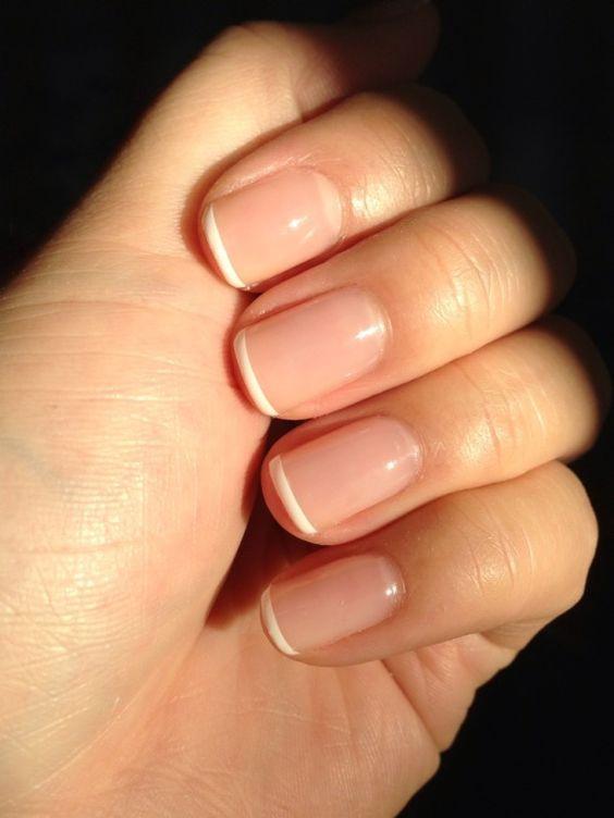 Френч визуально удлиняет ногти
