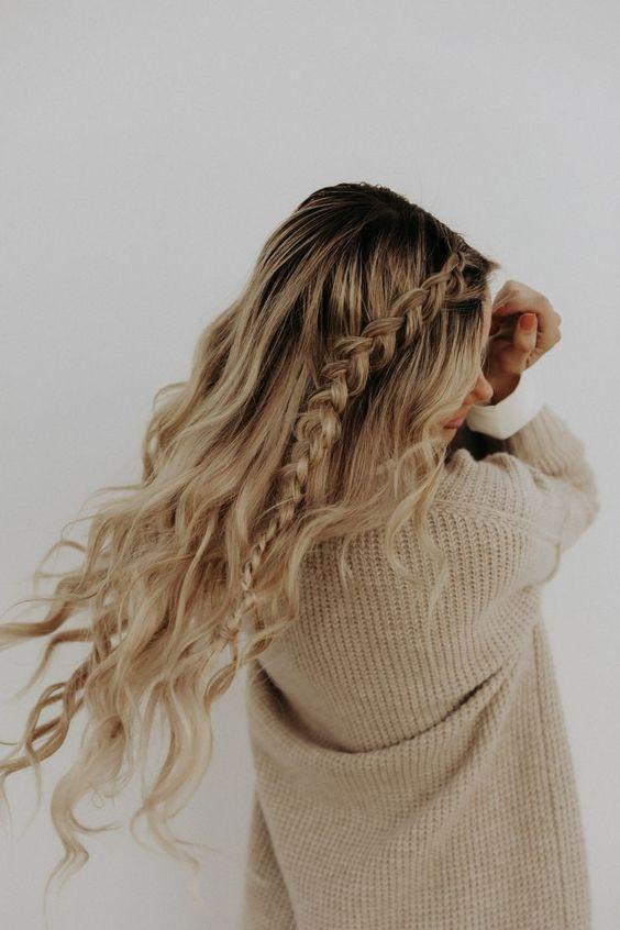 Французская коса с распущенными волосами