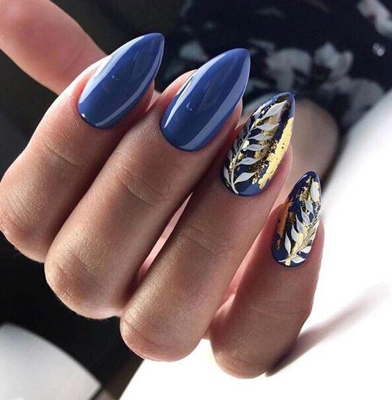 Синий маникюр фольга