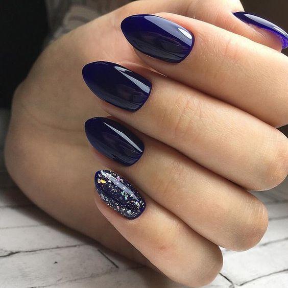 Модный маникюр синего цвета