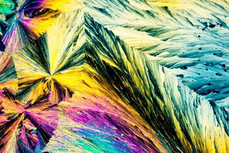 Кристаллы бензойной кислоты