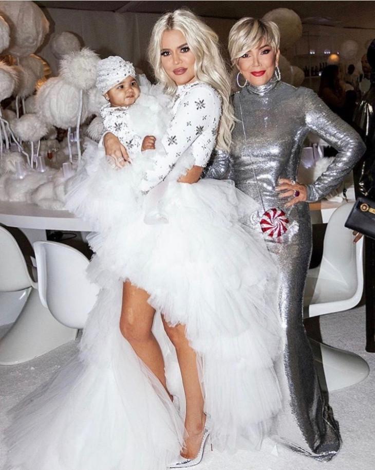 Хлои Кардашьян с мамой и дочкой в Рождество