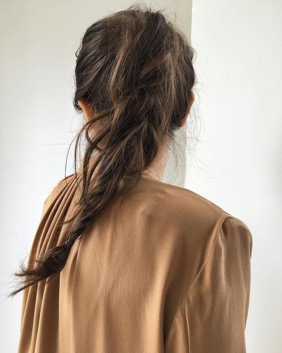 Стильный высокий хвост с косой