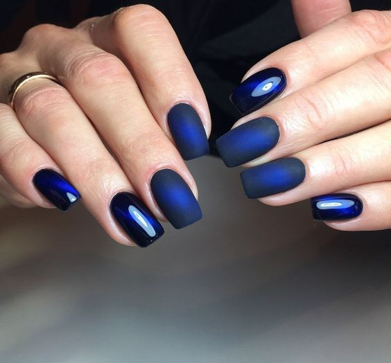 Модный синий маникюр 2019
