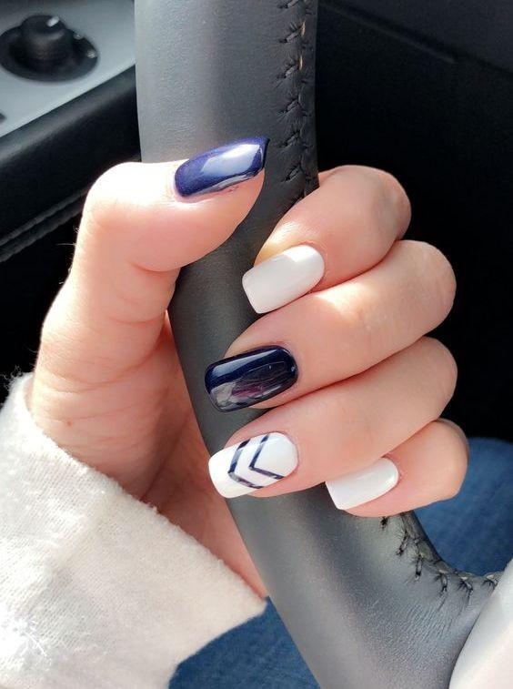 Маникюр синий и белый