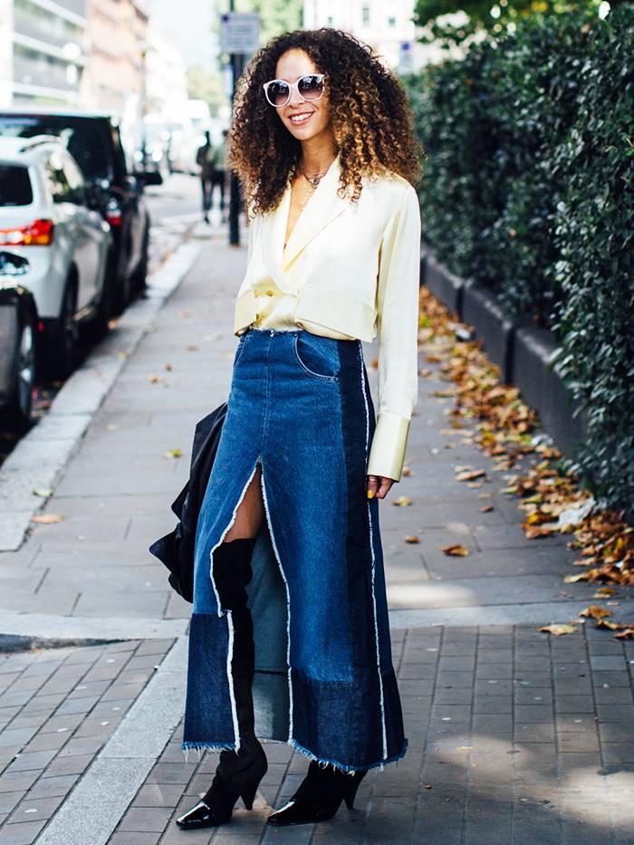 Джинсовая макси-юбка с длинными сапогами