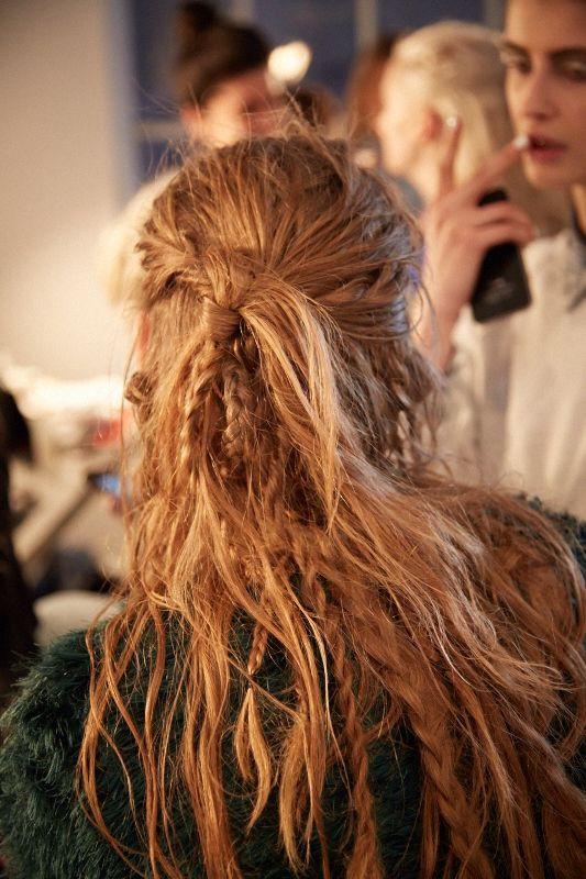 Стильная мальвинка с косами на длинные волосы 2019