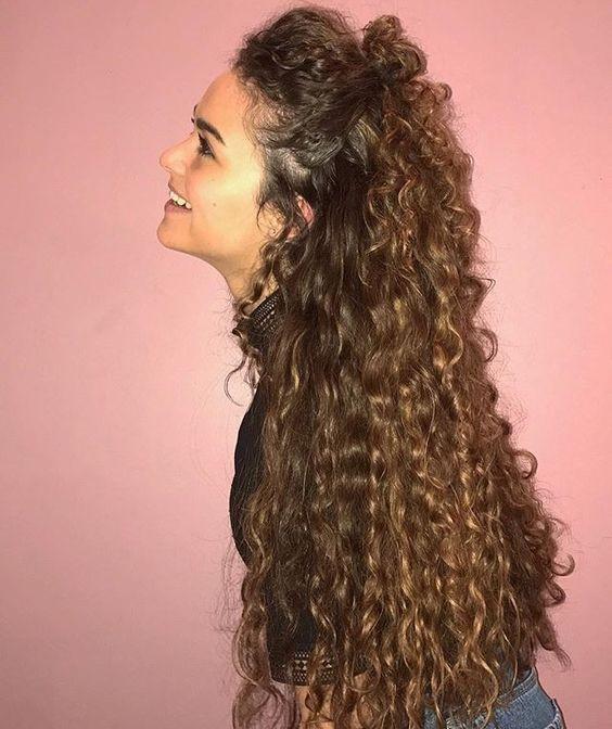 Стильные мелкие кудри на длинные волосы