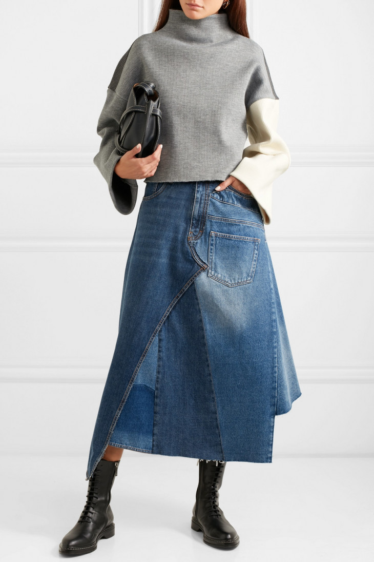 Джинсовая юбка миди из разных кусков ткани