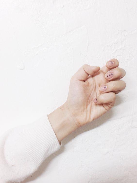 Минималистичный дизайн ногтей