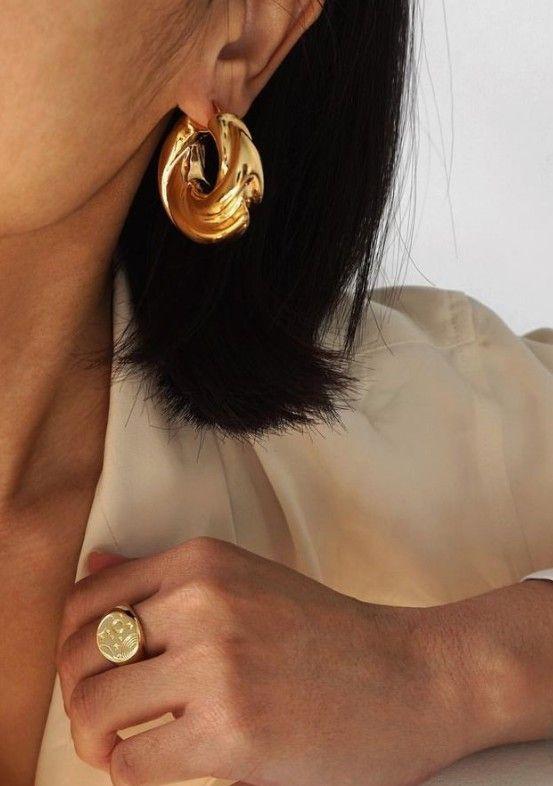 Круглые серьги в золотом цвете