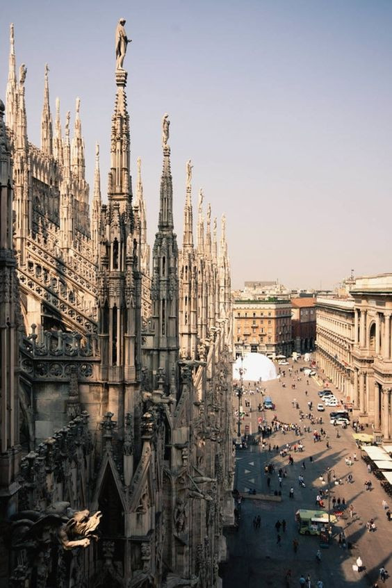 Вид на собор Дуомо в Милане