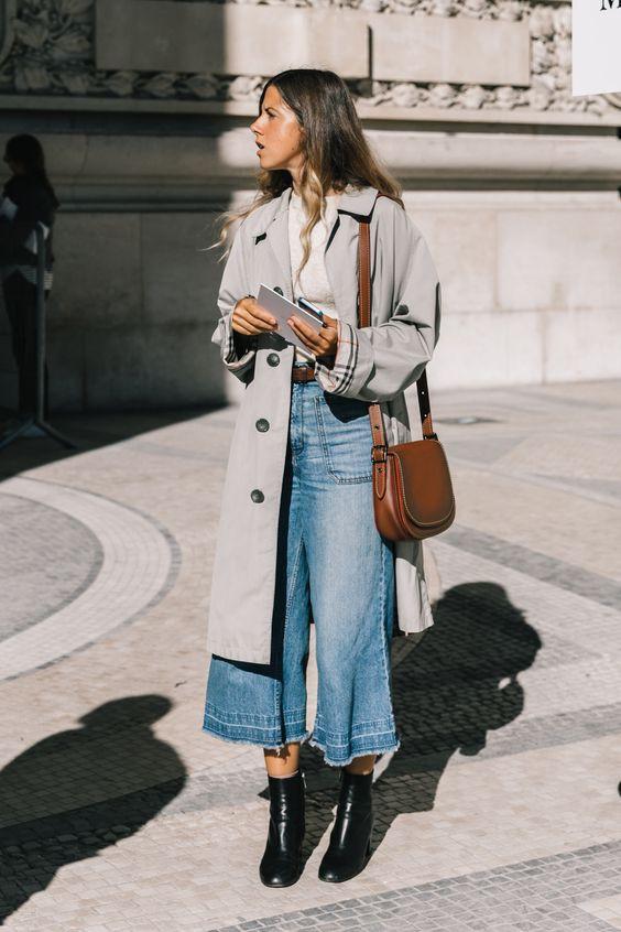 Девушка в широких джинсах