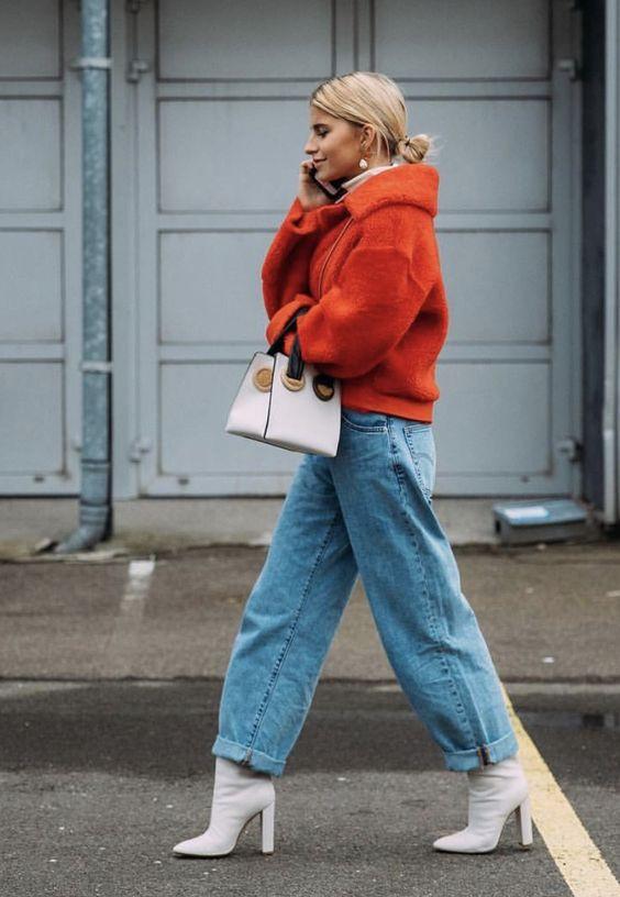 модные широкие джинсы на девушке
