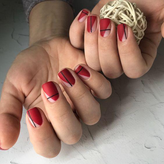 Матовый красный маникюр