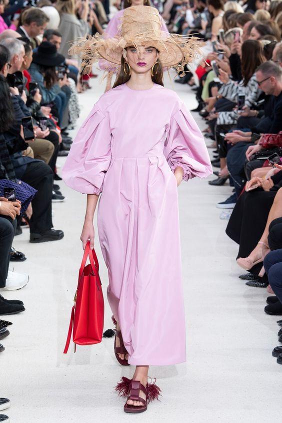 Стильное платье 2019