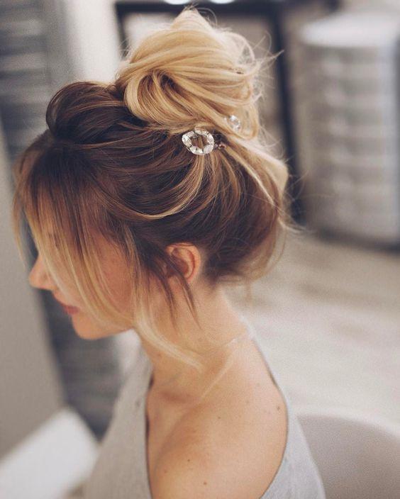 Пучок на среднюю длину волос