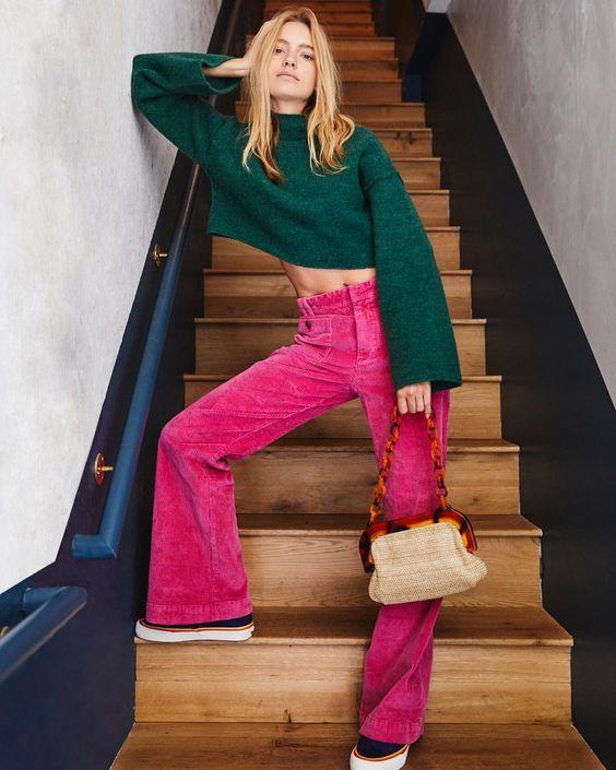 Яркие вельветовые брюки клеш