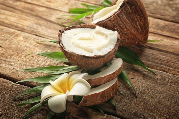 Натуральное кокосовое масло для питания волос