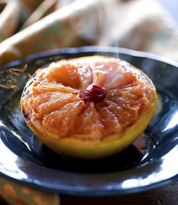 Грейпфрут, запеченный с медом и корицей