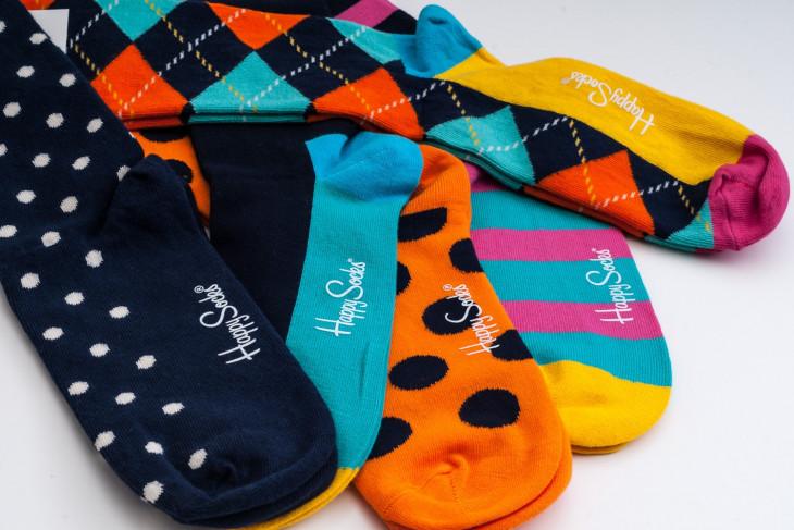 Разноцветные носки в подарок на 14 февраля