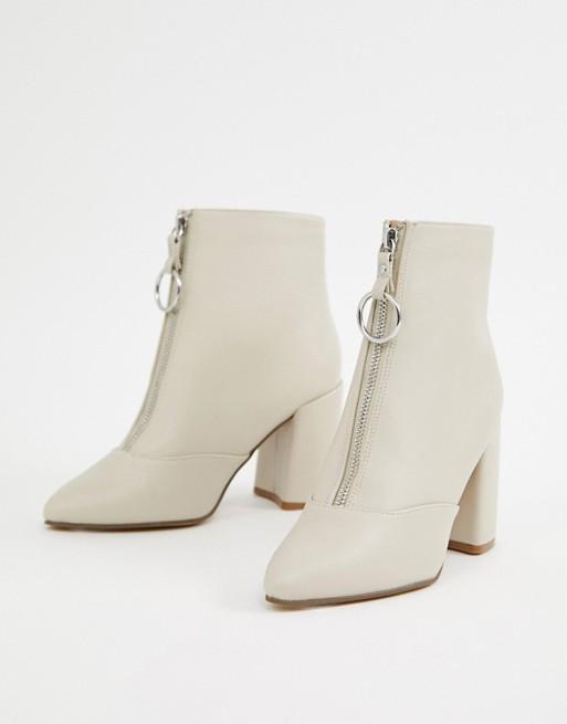 Ботинки на каблуке с молнией спереди New Look