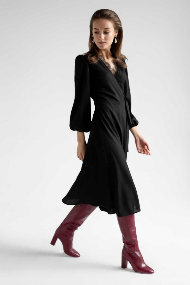 Черное весеннее платье с запахом
