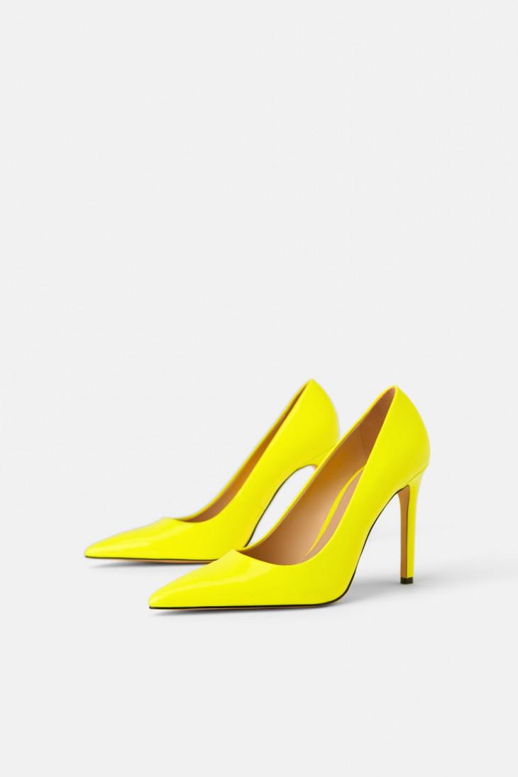 Туфли-лодочки неоново-желтого цвета на каблуке от Zara