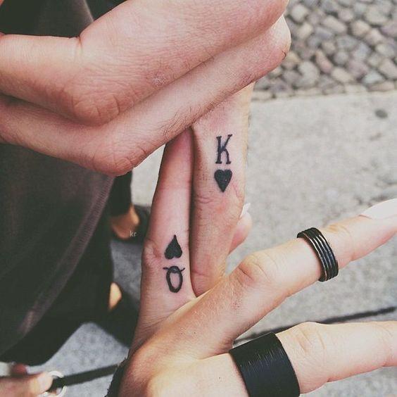 парные тату на пальцах