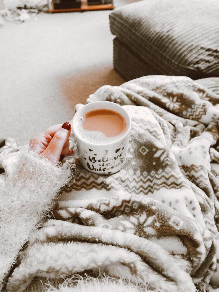 Кофе в руках фото