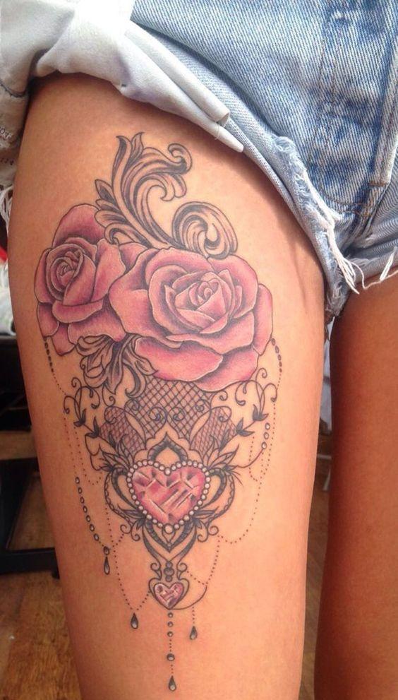 Цветная татуировка на ноге