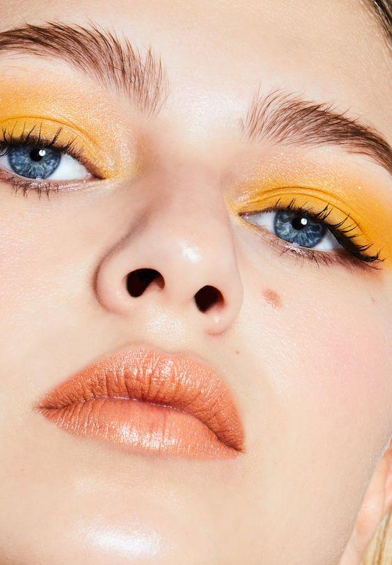 Ярко-желтый макияж глаз