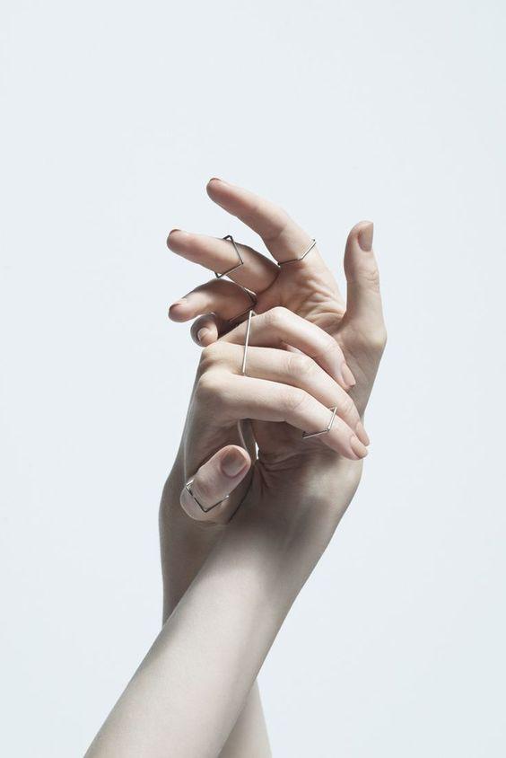 руки с кольцами