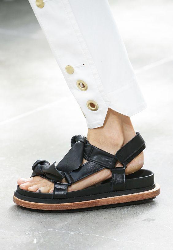 сандалии японского бренда