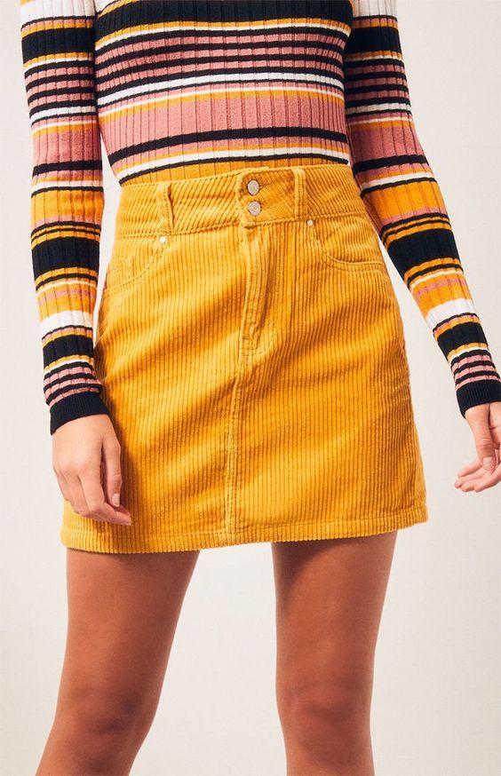 Желтая вельветовая мини-юбка