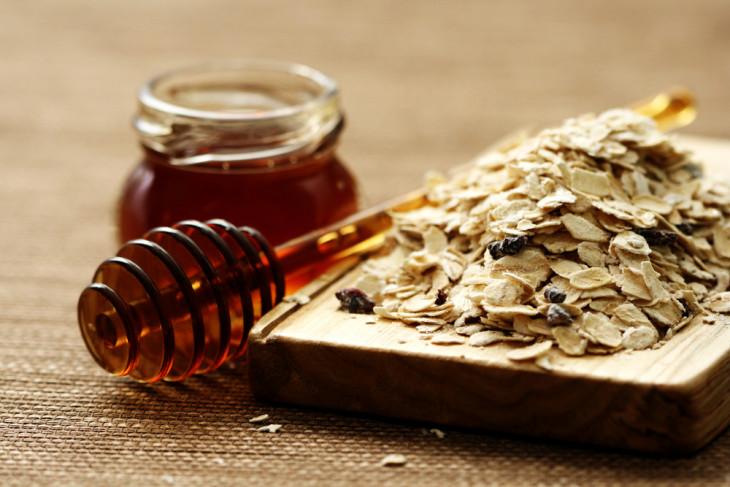 Рецепт полезного блюда из овсянки, греческого йогрута и меда