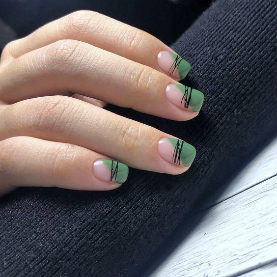 Геометрический зеленый маникюр