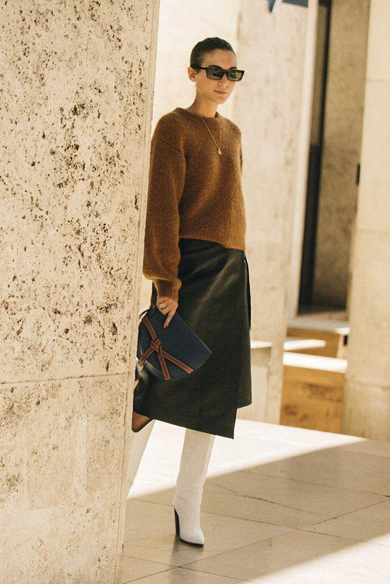 сапоги юбка и свитер