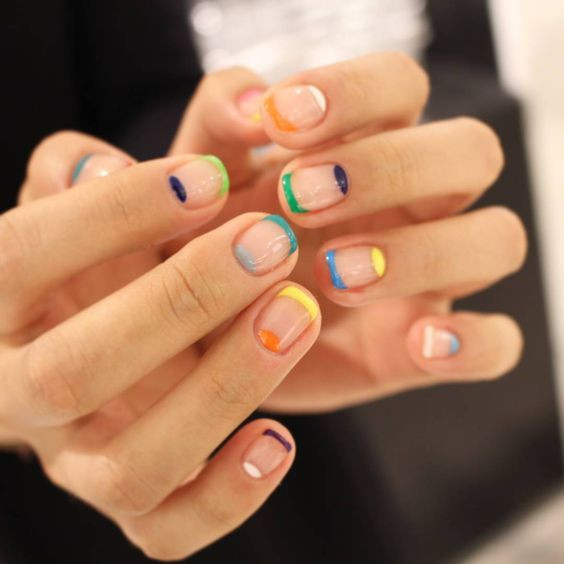 Идея для разноцветного весеннего маникюра