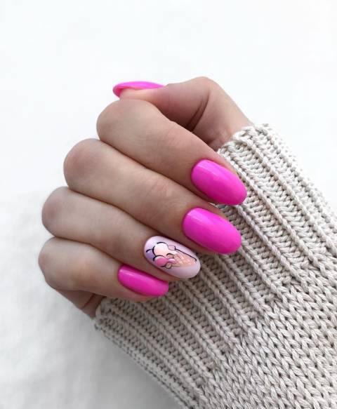 Летний розовый маникюр