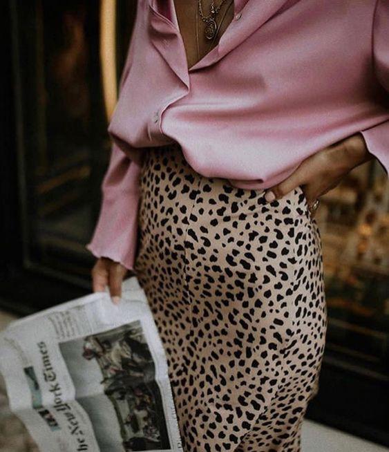 Шелковая блуза с леопардовой юбкой